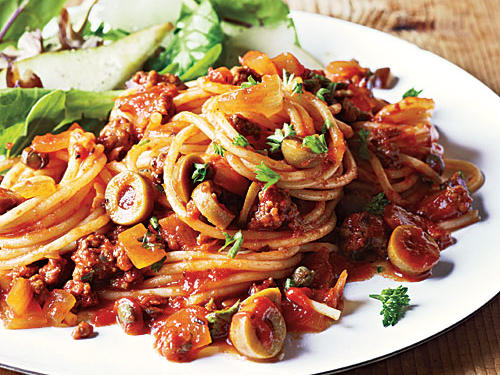Healthy Dinner Recipe: Spanish Spaghetti with Olives