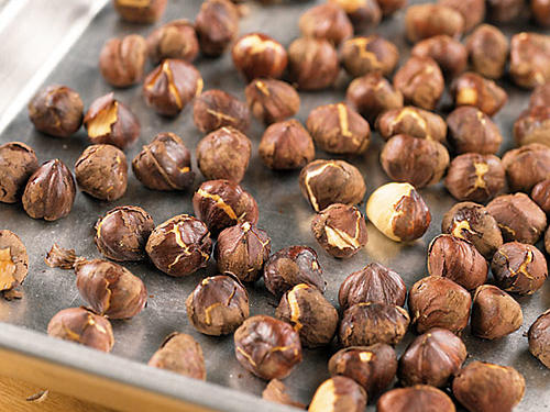How to Skin Hazelnuts